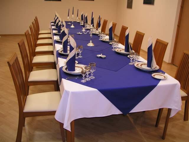 Белые салфетки для сервировки стола